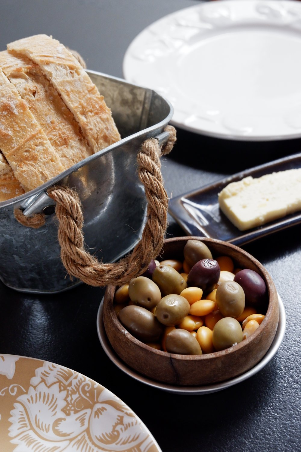 Cantina-32-bread-basket-and-olives