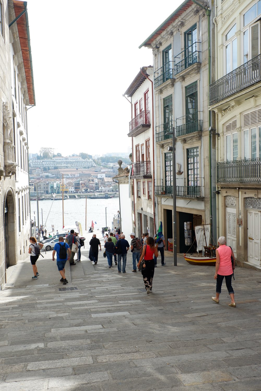 Entering-bankside-street-in-Porto