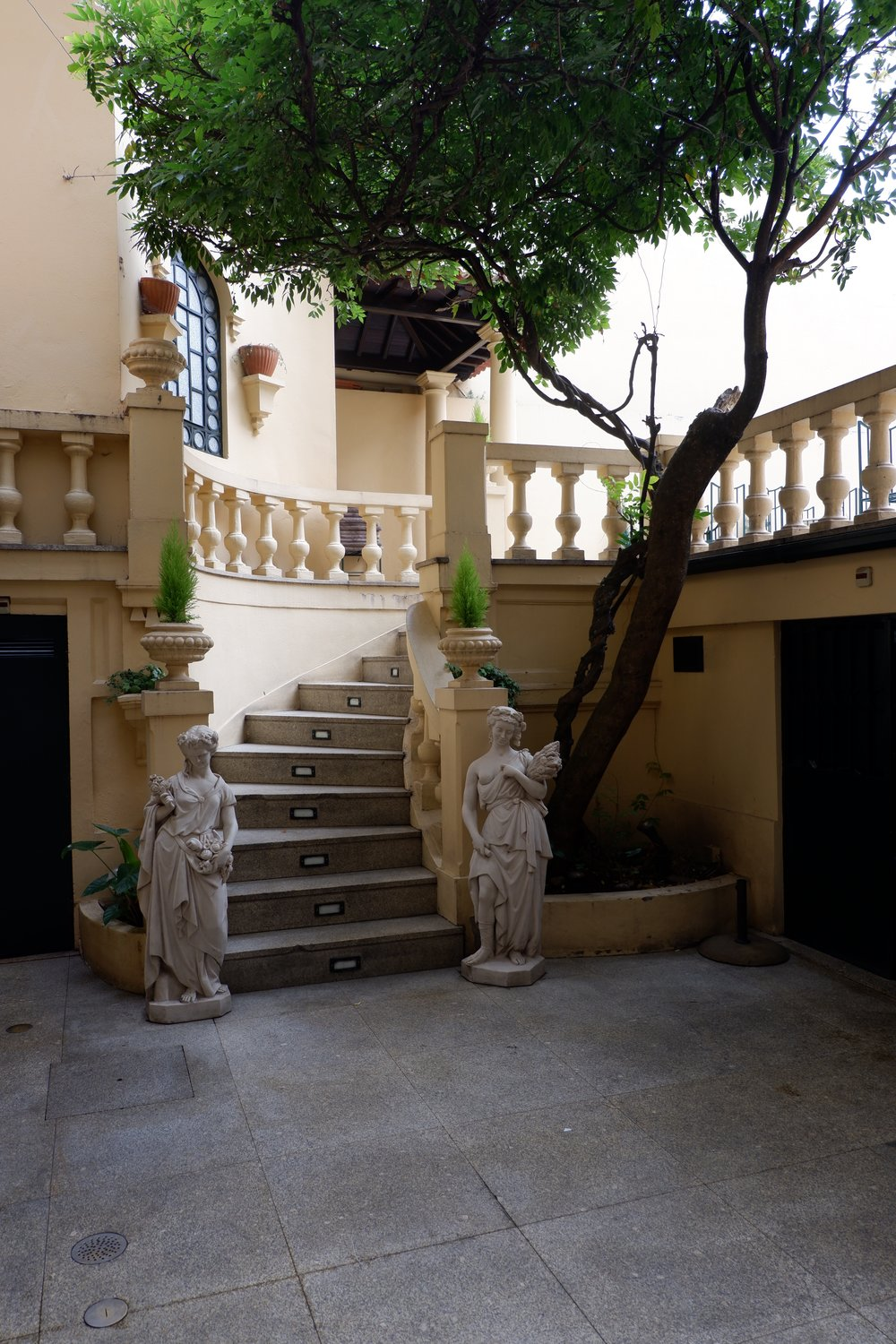 Terrace-with-trees-and-stairs-at-majestic-cafe