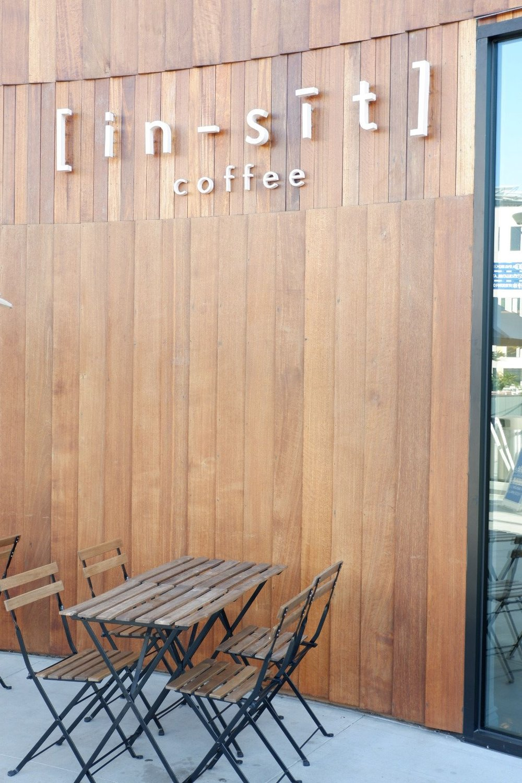 In-sit-coffee-outside-entrance