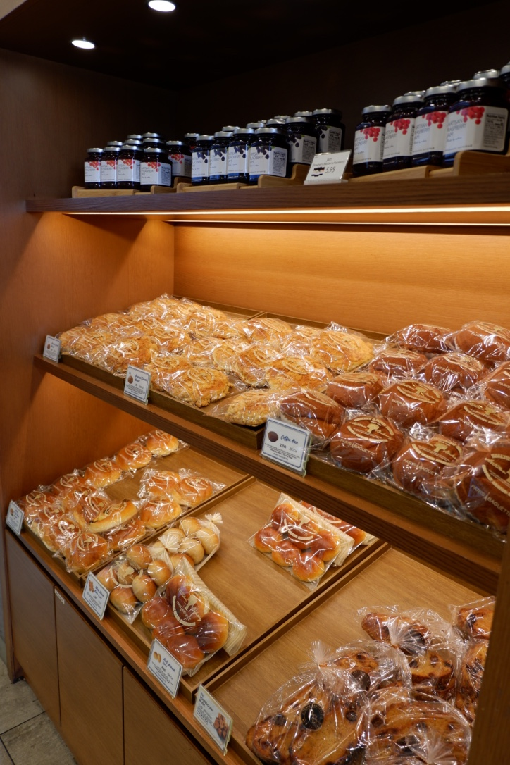paris-baguette-LA-bread-display