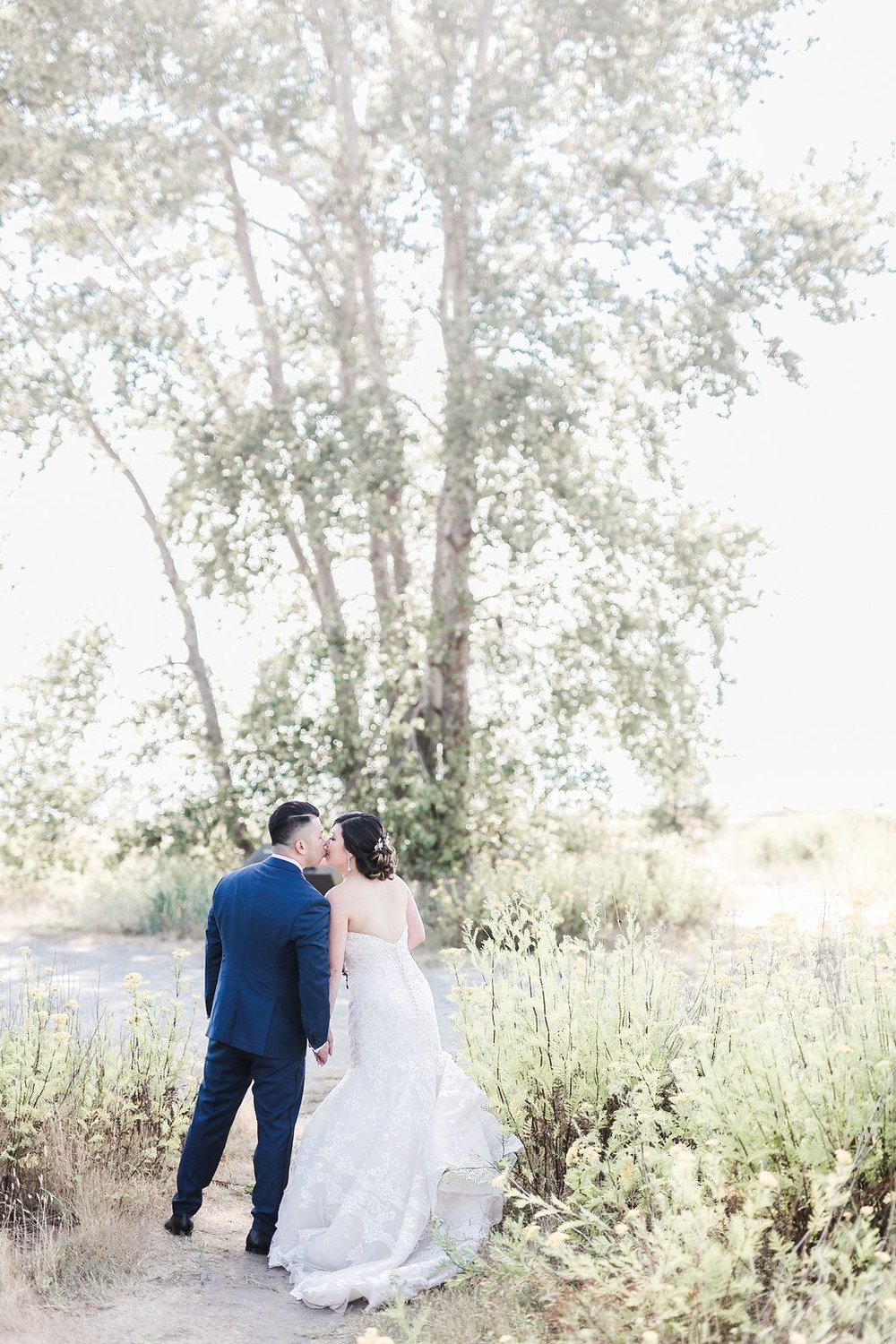 Bride-and-groom-portrait-from-behind