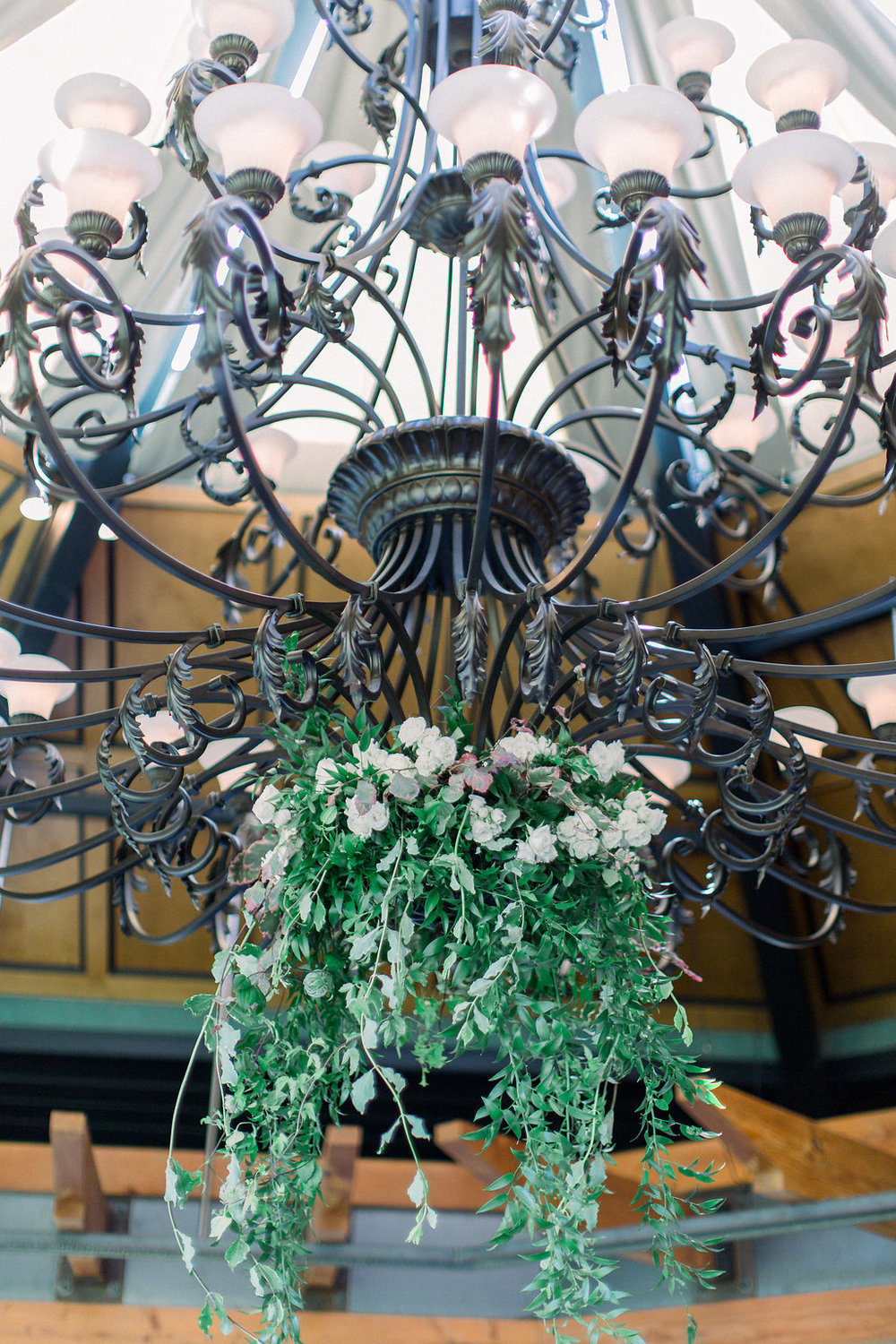 Hanging-florals-on-chandalier