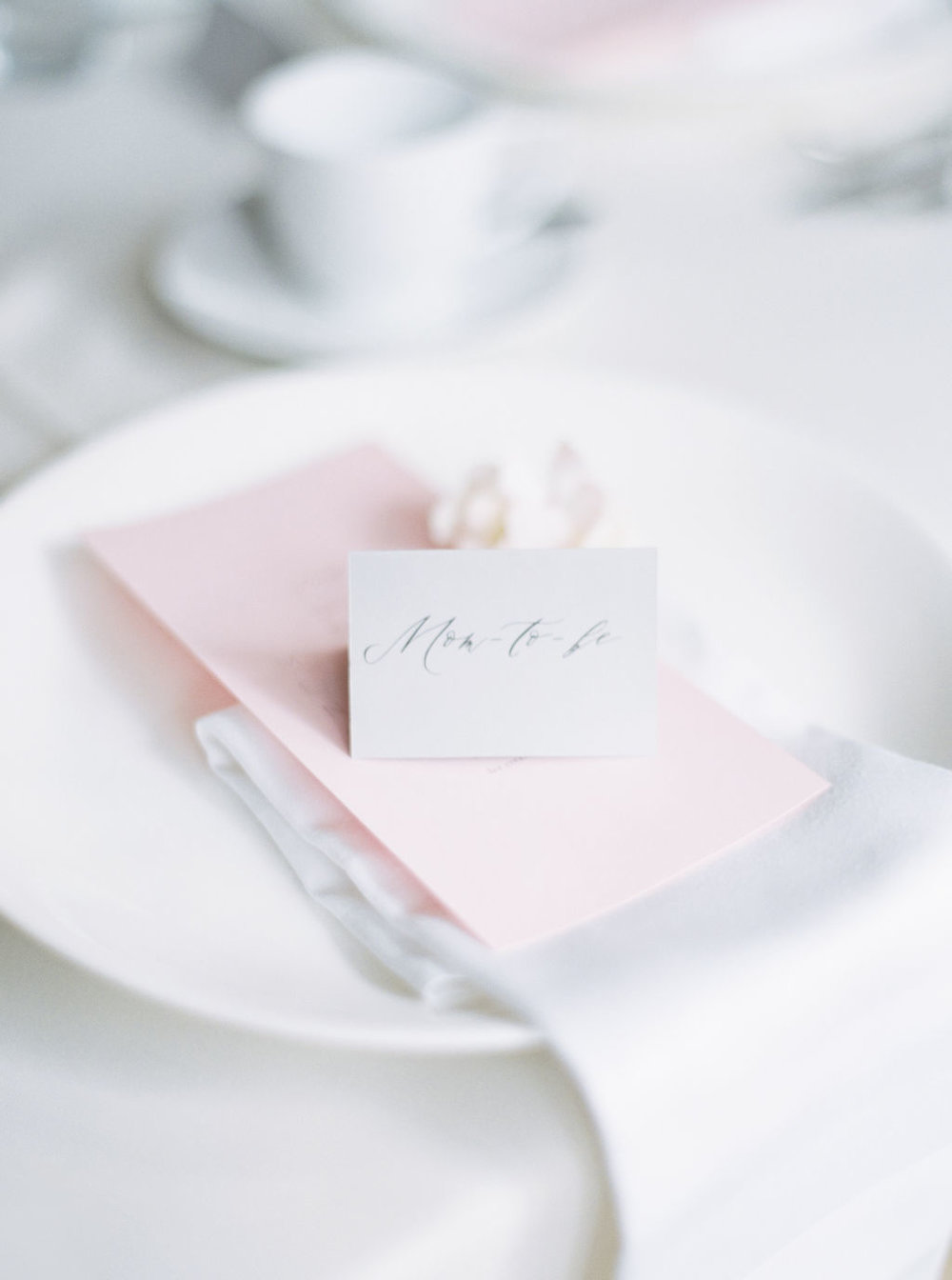 Pink-place-setting-for-mom-to-be