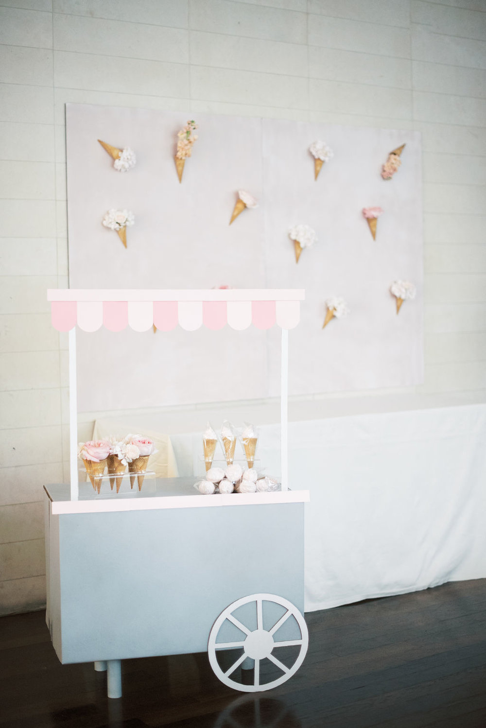 Ice-cream-baby-shower-cart-and-backdrop