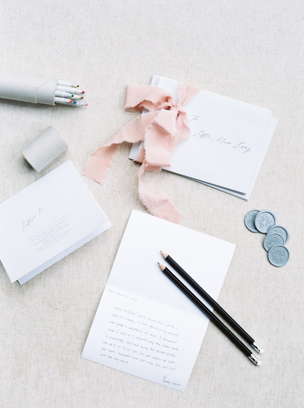 Baby-shower-letter-writing-with-ribbon