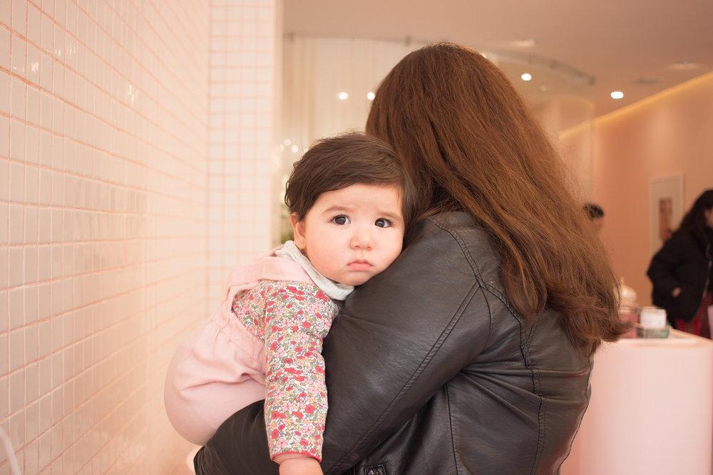Baby Emilia también vino a conocer la tienda