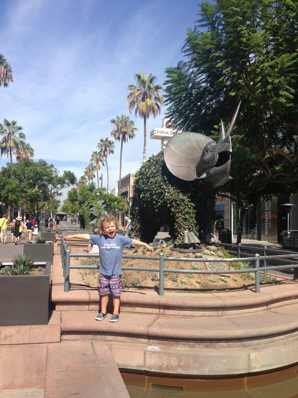 Roaring with the dinosaurs on Third Street Promenade!