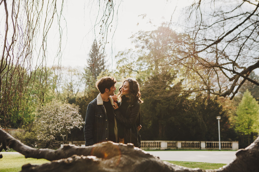 ©TomWoollard_lifestyle-portrait-weshouldrun-bloggers-romantic-couple-in-sunny-park-Dresden.jpg
