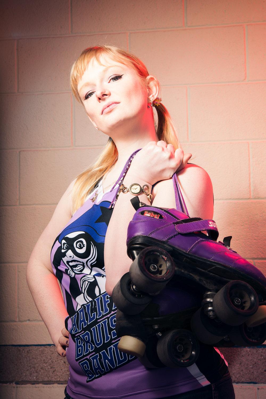 ©TomWoollard_Roller-derby-portrait-editorial-Halifax-BruisingBanditas-Young-woman-skater-holding-skates.jpg