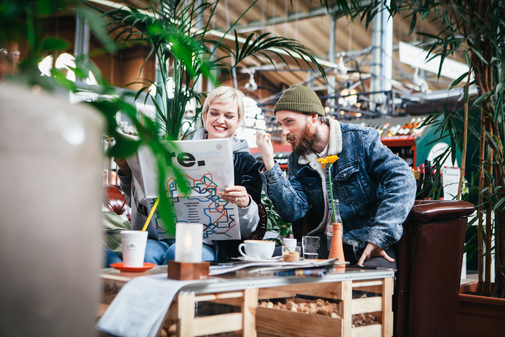 ©TomWoollard_Toyota_CHR_editorial-lifestyle-happy-couple-drinking-coffee-reading-newspaper-in-Berlin-cafe.jpg