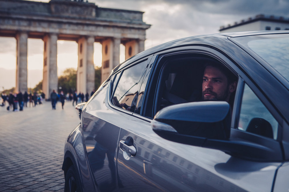 ©TomWoollard_Toyota_C-HR_car-editorial-lifestyle-man-driving-looking-window-Brandenburg-Gate-Berlin-sunset.jpg
