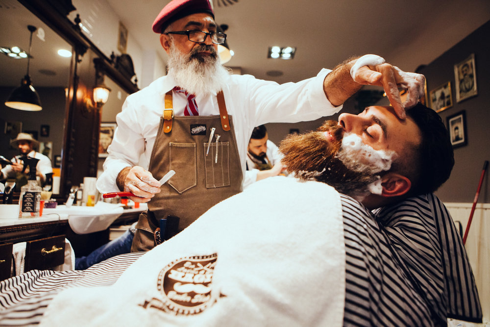 ©TomWoollard_editorial-lifestyle-hajis-barber-shop-gentlemans-mens-beard-shave_Düsseldorf.jpg