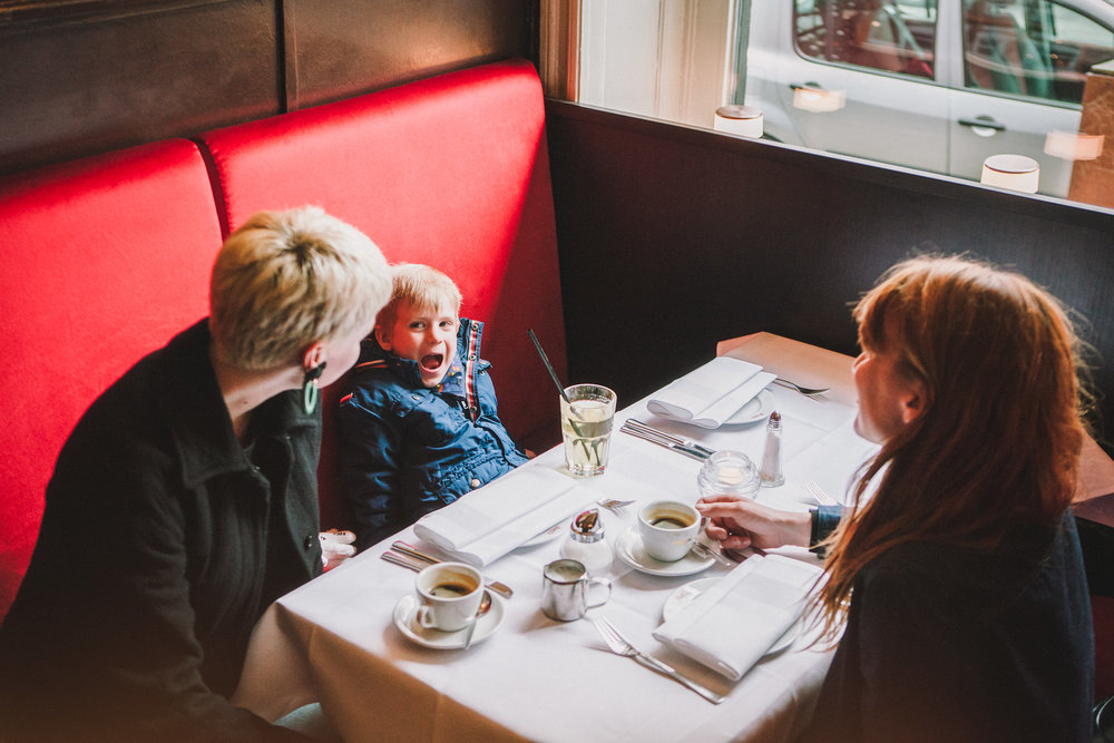 ©TomWoollard_editorial-lifestyle-family-drinking-coffee-young-boy-cafe-restaurant-stpauli-hamburg.jpg