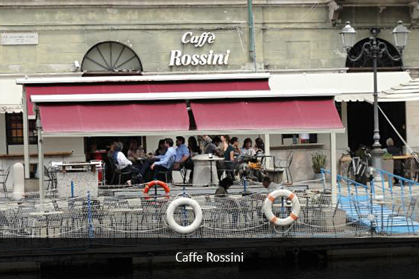 CAFFE ROSSINI  |    +39 011 521 4105   Caffe Rossini is located in the city center on the banks of the Dora River. The atmosphere during matches is fun and casual.   Address:  Corso Regina Margherita, 80, 1015 3