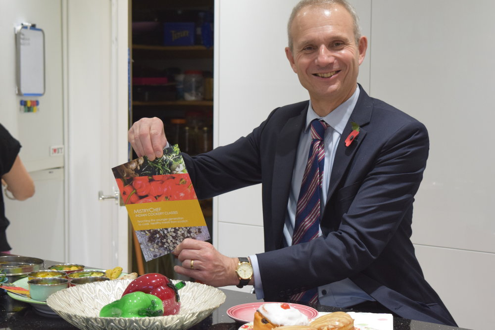 Rt Hon David Lidington MP  - Great to meet @MistryChef today. She's so enthusiastic about fresh food & cooking and wanting to get more young people involved #Aylesbury