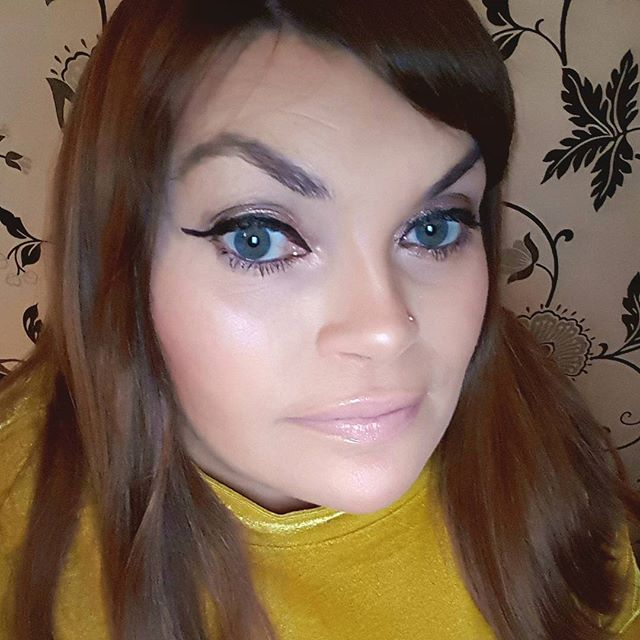 My beauty look for tonight! I got to use all my products from my recently bought @soapandglory flatter box. Blush from my @primark Havana highlighter palette and my foundation sticks for contouring. I also got to break out my new @urbandecaycosmetics all nighter foundation. Here's to bringing in 2018 my lovely followers. Not long now 😉xx #makeup #makeupaddict #bblog #highlighter #iblogger #penneys #dublinblogger #eyeshadows #irishblogger #motn #nofilter #makeupjunkie #makeupbyme #bubblesbeautyblog #foundation #december #newproducts #beautyproducts #newyear #happynewyear #contour