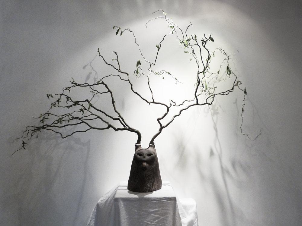 Cerf-loup noir - terre noire & émail - 650€
