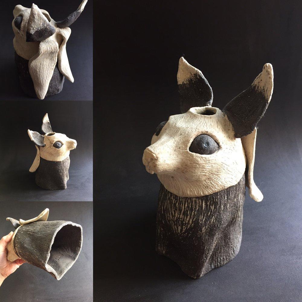 Cache vase - Renard-lapin - grès blanc et noir - 22 cm350€