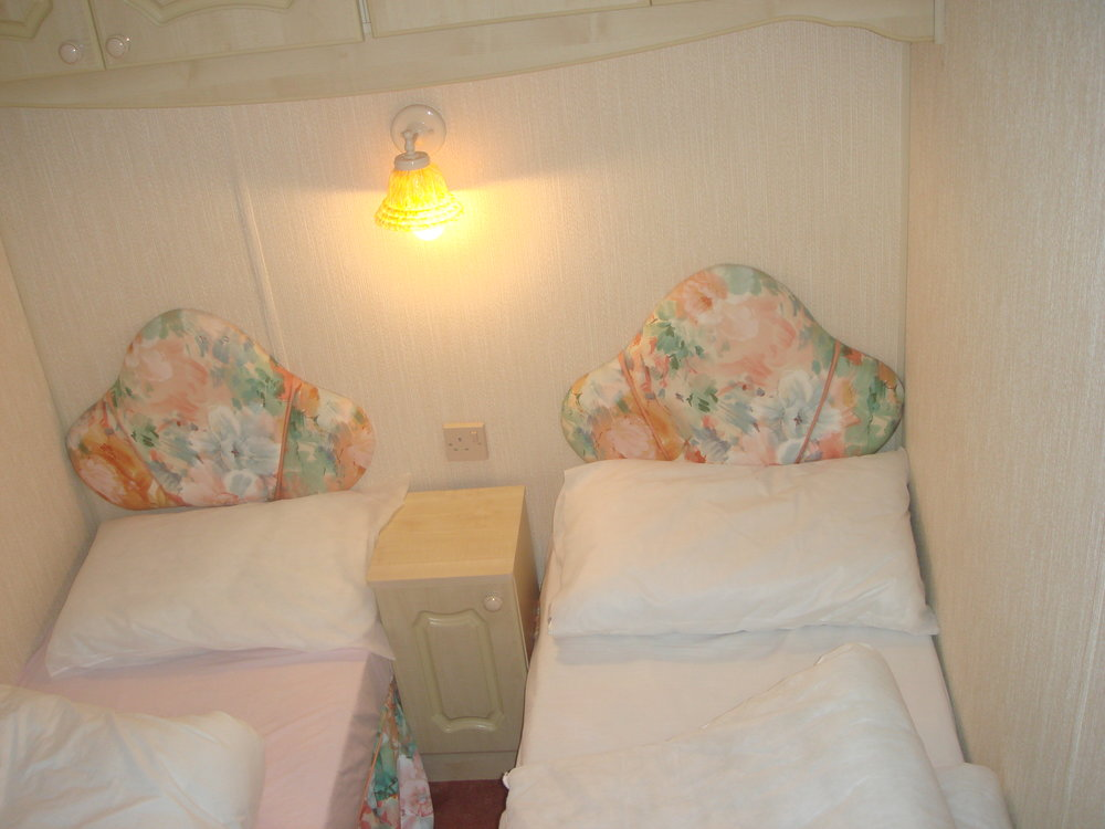 Twin bedroom - Caravan 1