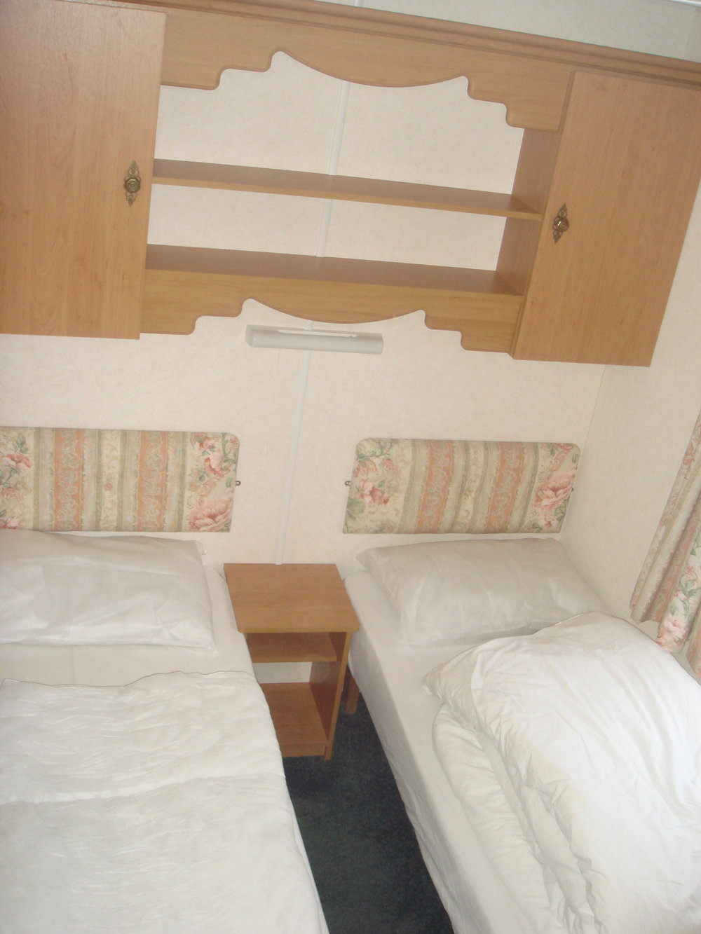 Twin bedroom - Caravan 2