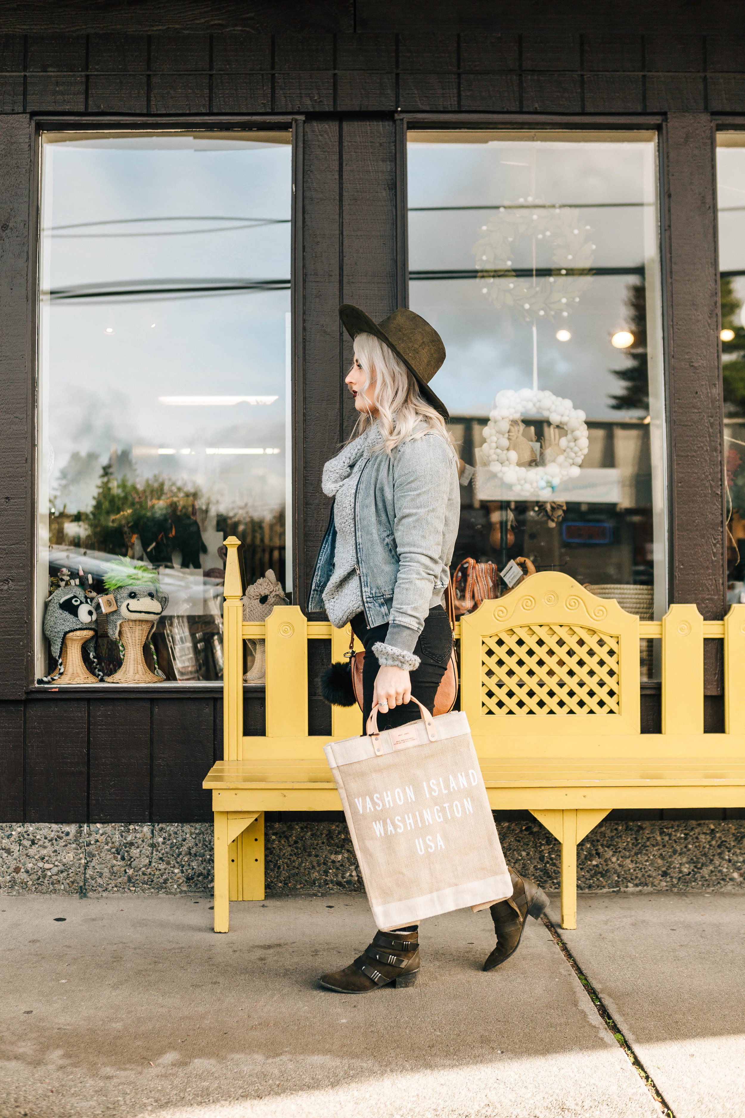 Vashon Island Apolis bag featured by Giraffe.