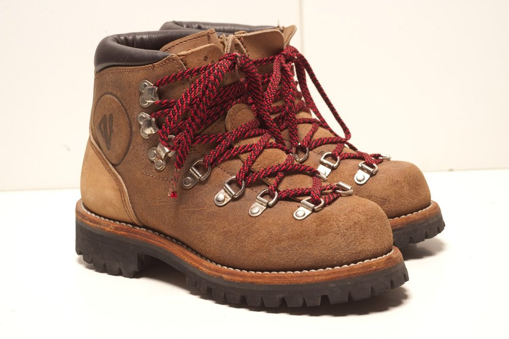 "Google's first results for ""old fashion hiking boots"""