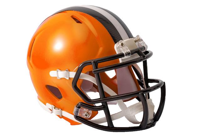 football-helmet-shutterstock_707367907.jpg