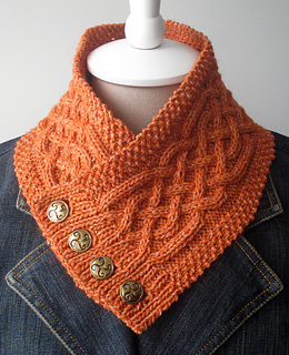 celtic cable neckwarmer.jpg