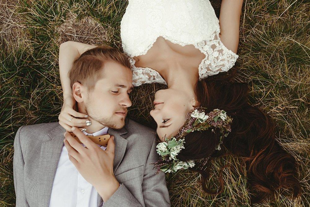 Hochzeitsplanung maedchen mit Ideen