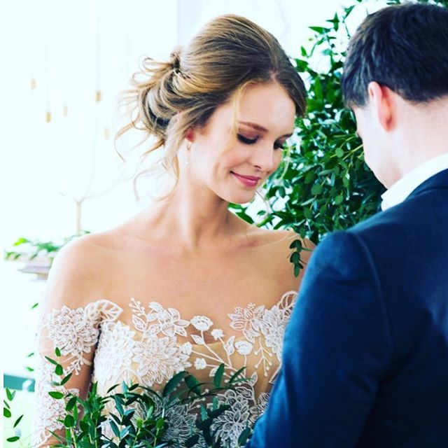 Greens, greens and more greens! Creating this ceremony was so much fun! More pics featured on @weddingchicks . 📷: @kyliemones | planning, styling & florals: @ameliaandmaeevents | venue: @toppingrosehouse | hair stylist: @jlilliehair | makeup artist: @cheriseloren . . . #ameliaandmaeevents #floraldesigner #njeventplanner #nyeventplanner #weddinginspo #hamptonswedding #hamptonsbride #rslove #pursuepretty #everydayibt #sadailyfix