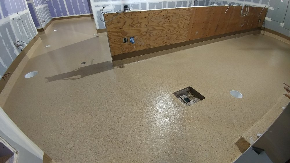 VINYL CHIP FLOOR WITH INTEGRAL BASE