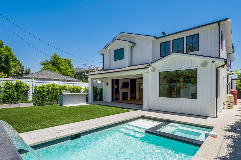 BELLINGHAM | STUDIO CITY   Pristine Modern Craftsman. Board and Batten facade with clean contemporary streamlined detailing. Indoor-outdoor entertaining featuring a pristine saltwater pool. Superb materials throughout entire home with exceptional workmanship.