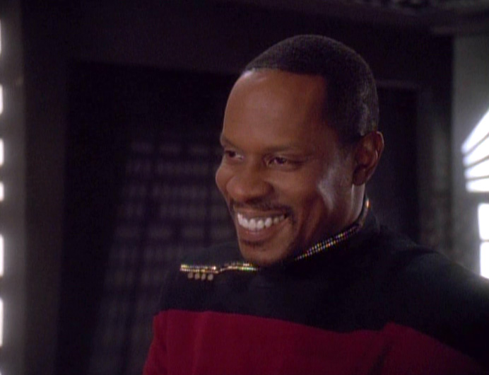 I LOVE this middle period when he had the hair and the goatee. Some of the best Sisko-centric (and that smile) came during this all too brief period.