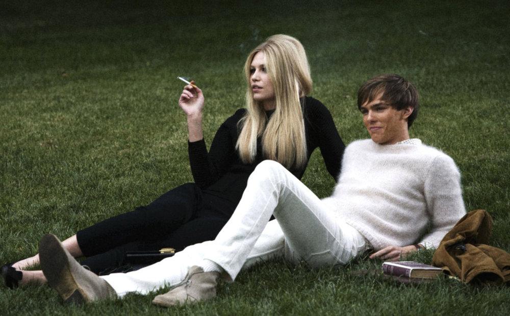 Softness auch auf dem Campus: Kenny aus dem Film  A Single Man   und sein Mohair-Pullover machen es stilsicher vor.