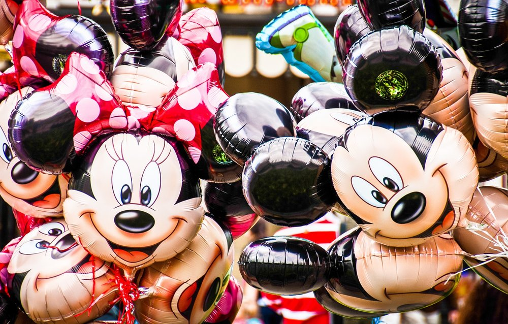 Männlichkeit als Norm, Weiblichkeit als Abweichung: Minnie und Mickey Mouse als Beispiel von  Othering .