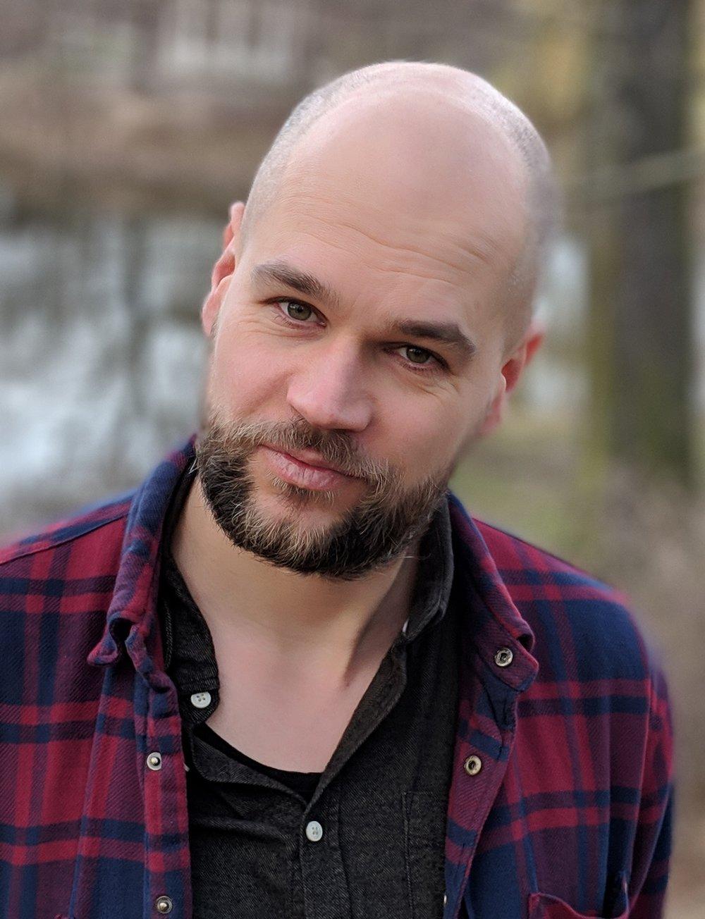 Christoph May ist Toxikologe für Männlichkeit. Er beschäftigt sich kritisch und pro-feministisch mit dem Thema Männlichkeit, arbeitet im offenen Netzwerk  detoxmasculinity.net  und bloggt auf  mensstudies.eu .