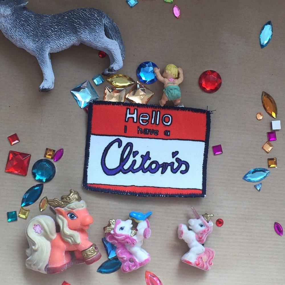 Produktempfehlung aus dem Etsy-Shop ThePropcorner:  Klitoris-Patch.  Vorne auf das Panty genäht, weist es schlechte Lover subtil darauf hin, es doch etwas weiter nördlich zu probieren.