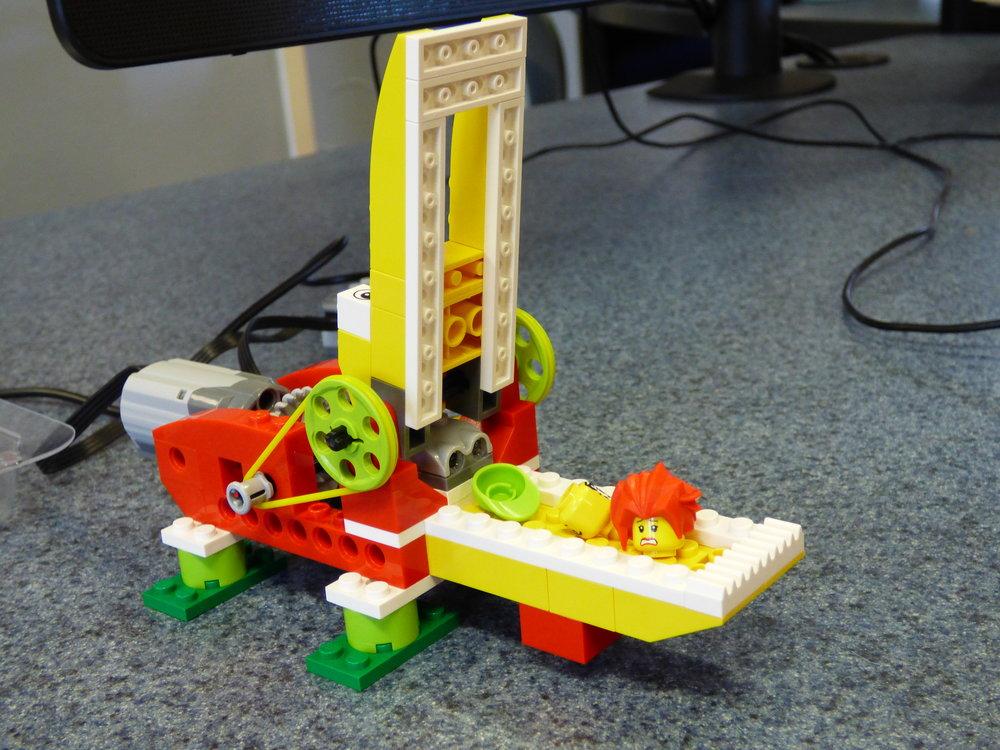 Lego programmed aligator.JPG