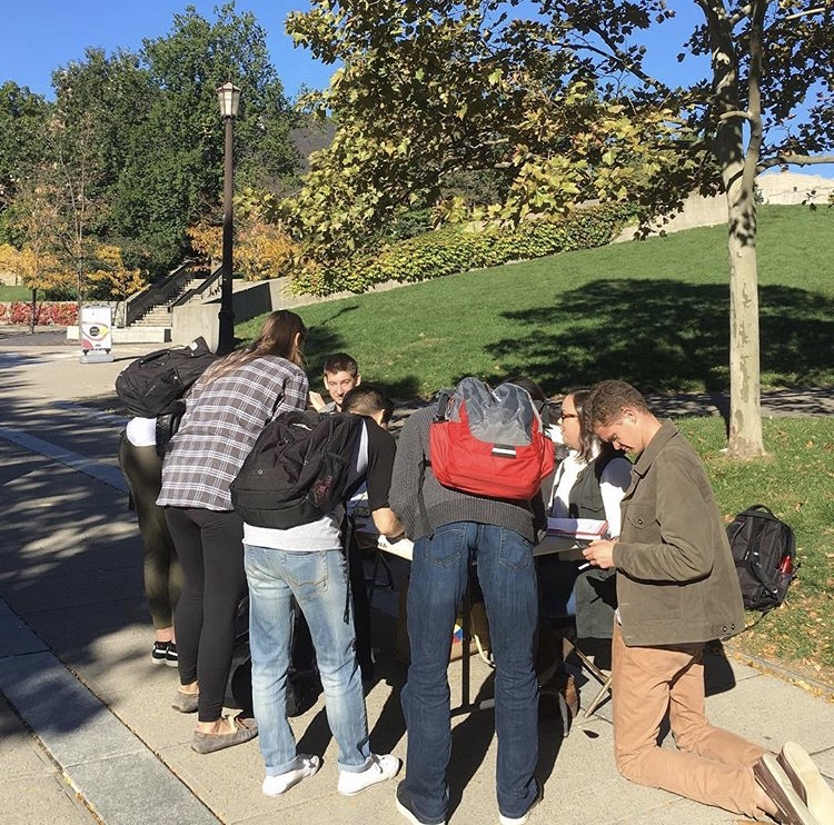 Cornell students register to vote.