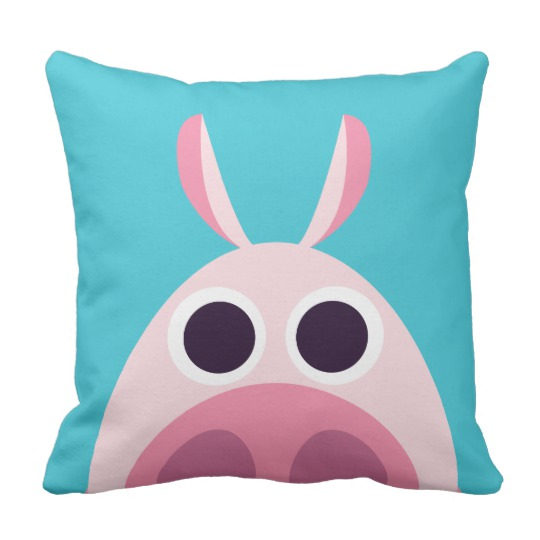leary_the_pig_throw_pillow-r27baf143bfff49bb97545a5444d90f92_6s309_8byvr_540.jpg
