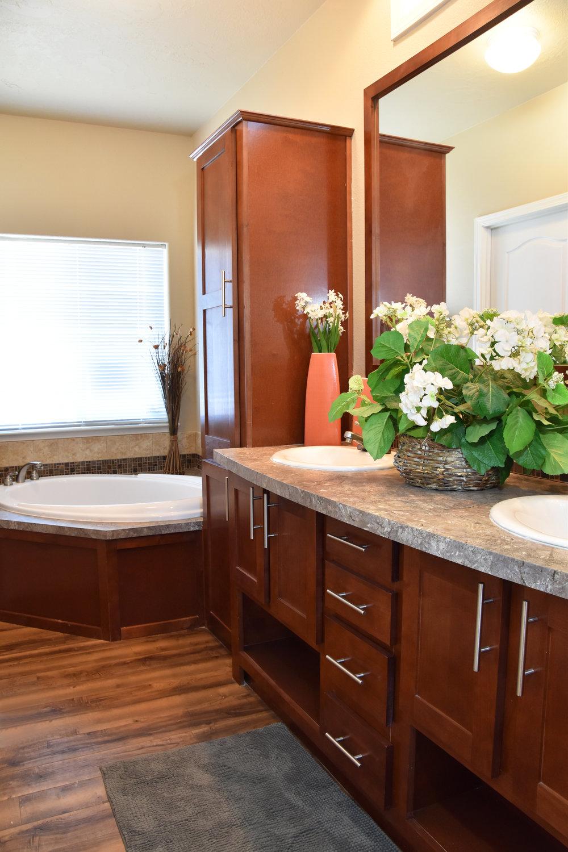 Model home modern bathroom interior design | Pacific Northwest