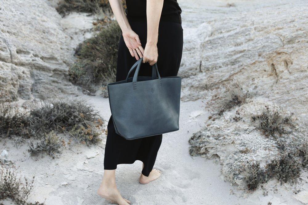 Basket bag in 'indigo'