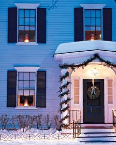 Christmas-outside-fence-lighting.jpg