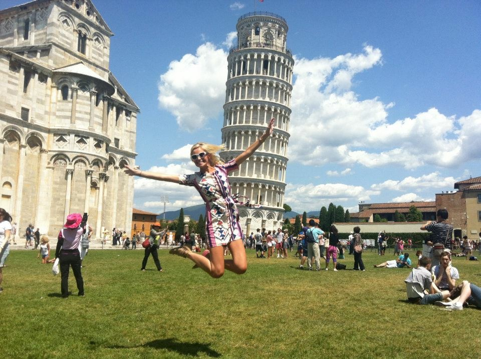 Travel Blogger Katy Johnson at the Leaning Tower of Pisa