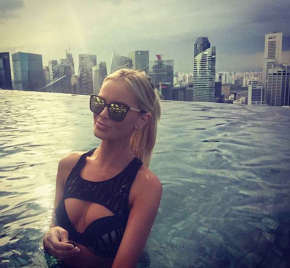 Travel Blogger Katy Johnson in Singapore
