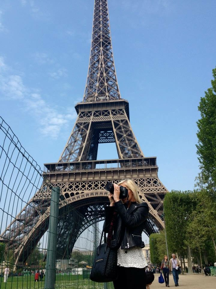 Travel Blogger Katy Johnson at the Eiffel Tower in Paris