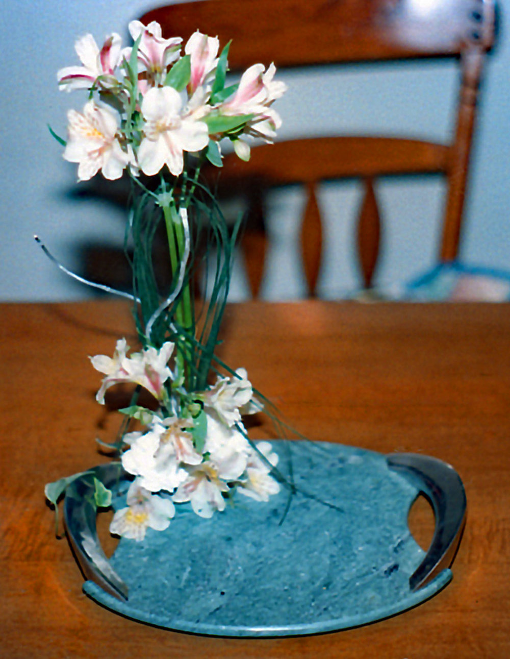 reception head table / centerpieces - fresh flowers, marble tray