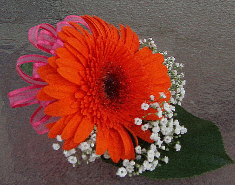 groom boutineer - fresh flowers