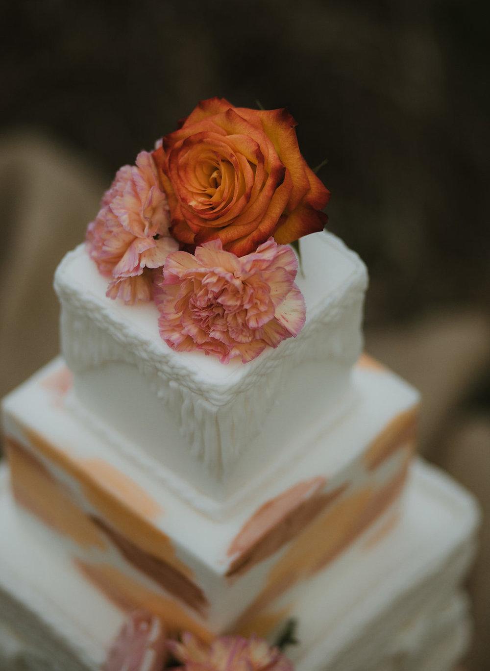 Boho wedding cake - fresh flowers